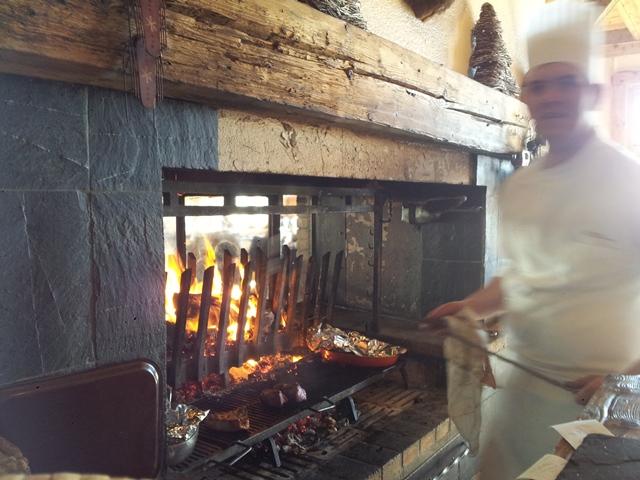 Cuisson des viandes au feu de bois