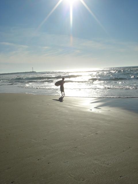 Petit et déjà surfeur !