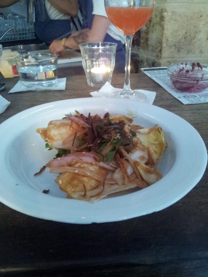 Endives au tamarin, menthe, coriandre et échalotes frites