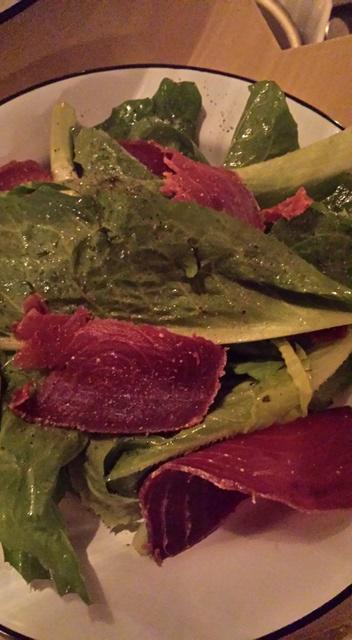 Salade du jardin et bresaola de thon