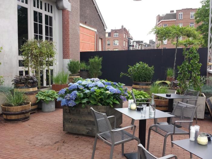 La terrasse fleurie de l'hôtel