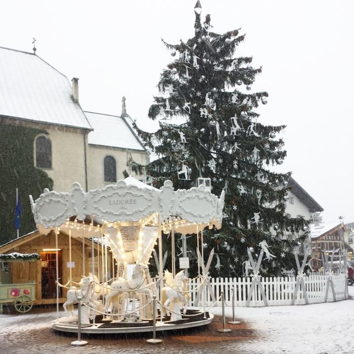 Le manège Ladurée sur la Place du Village de Megève