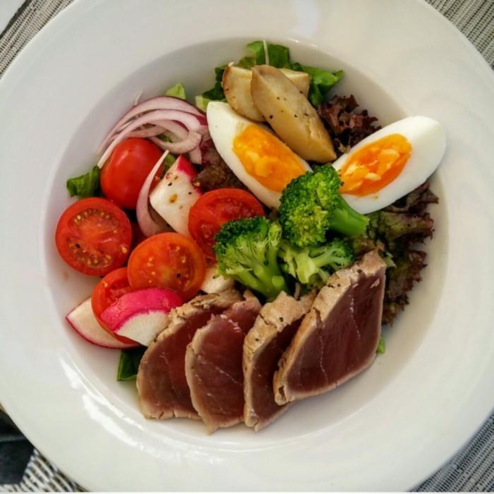 Salade au Mamilla Café
