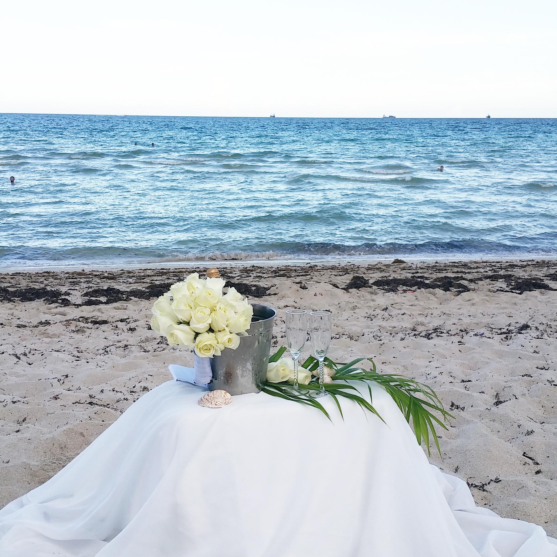 renouveler ses v ux de mariage sur la plage miami ailleurs is better. Black Bedroom Furniture Sets. Home Design Ideas