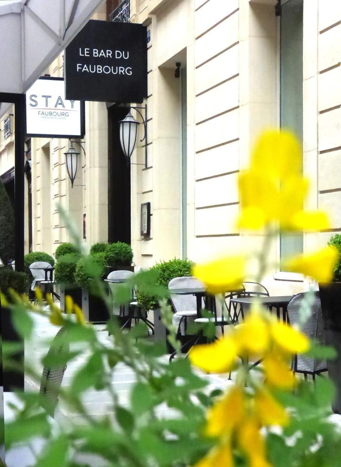 Terrasse sur rue - Entrées STAY Faubourg et bar