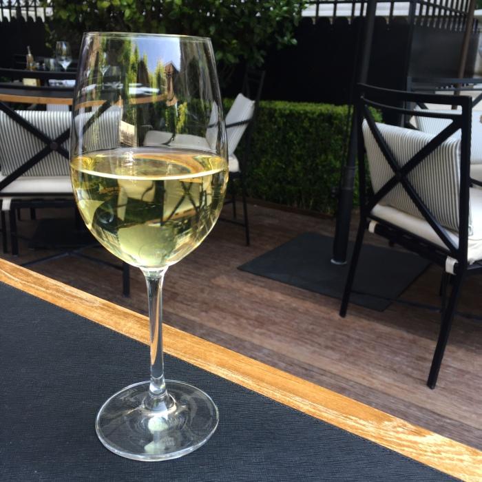 shangri_la_terrasse_vin_blanc